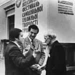 На республиканском конкурсе. Беседа с секретарем Союза кинематографистов Украины О.О. Панкратьевым (справа).